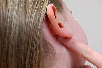 Аллергия за ушами у взрослых